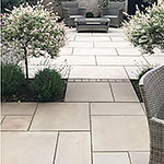 Porcelain tile and dove-grey chippings